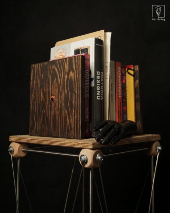 podpórka do książek ze sklejki